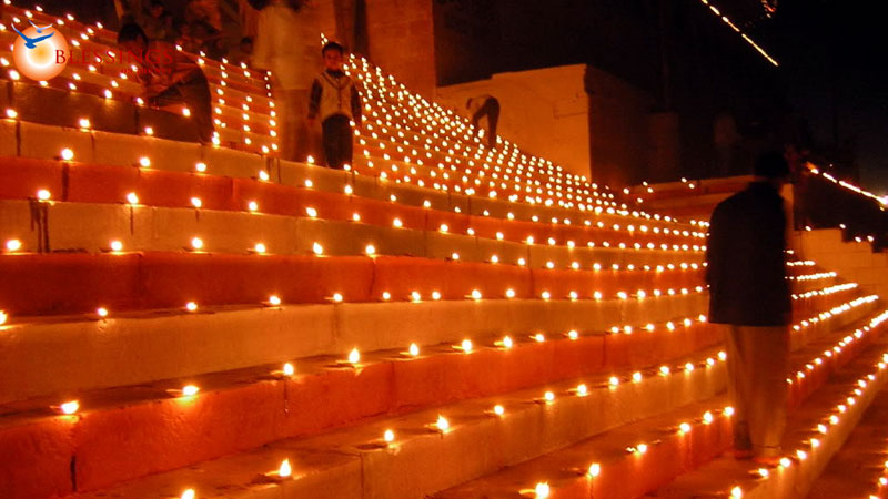 essay on diwali festival of lights Diwali rituals diwali, the festival of lights, is one of the important and widely  spread holidays celebrated in india it is a celebration of lights, and.
