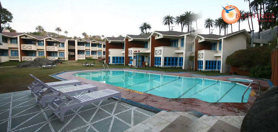 Hotel hilltone Hotel with swimming pool in mount abu