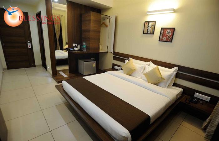 Hotel 3 Leaves, Kolhapur