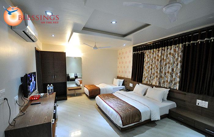 Trpl Bed Room