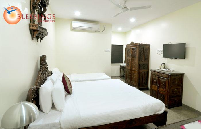 Hotel Paradise For You, Shirdi