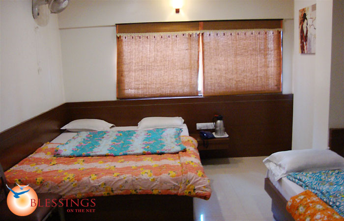 3-Bed' Rooms with LCD tv and intercom.