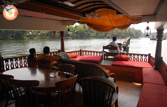Coco Houseboats Triple Room