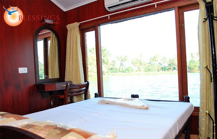 Coco Houseboats Four Rooms